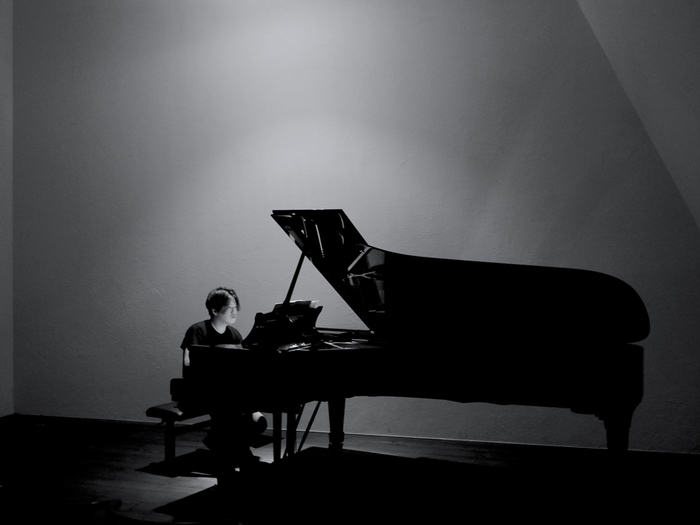 playing-piano-with-no-speakers.jpg